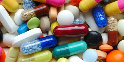 Cum ar putea face populatia si statul economii de 100 de milioane de euro la medicamente