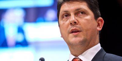 Ascensiunea lui Titus Corlatean, cel mai criticat ministru al momentului
