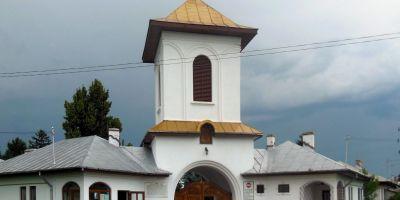 Manastirea Zamfira, pictata in intregime de faimosul Grigorescu, s-a degradat din cauza infiltratiilor. Muzeografii se roaga sa apara un salvator cu bani