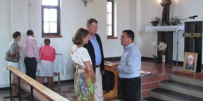 Klaus si Carmen Iohannis au mers duminica la Biserica romano-catolica din Mangalia. Cuplul prezidential a asistat la Sfanta Liturghie