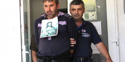 VIDEO Omul care a profanat mormantul parintelui Arsenie Boca a fost lasat in libertate. Rudele il vor interna in spital