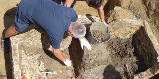 Descoperire arheologica fabuloasa in zona sacra de la Porolissum. Surpriza de sub capacul de o tona si jumatate