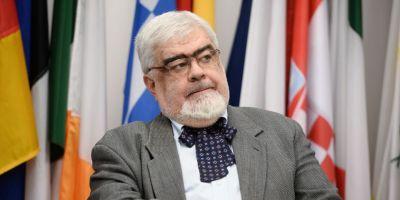 Andrei Plesu: Sa ne depunem toti titlurile doctorale pana isi suspenda aceasta calitate cei care au plagiat!
