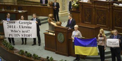 Tariceanu si-a batut joc de Romania prin invitarea in Parlament a rusului interzis in UE