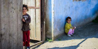 Povestea copiilor rataciti in geografia saraciei: