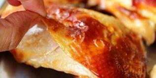 Greseala grava pe care o fac multi in bucatarie: evita porcul, dar consuma carnea de pui cu tot cu piele