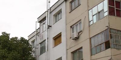 Orasul in care oamenii si-au construit sobe in apartament pentru ca sistemul de incalzire a fost desfiintat. Lemnele sunt urcate la etaj cu ajutorul scripetilor