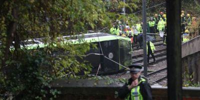 VIDEO Cinci persoane si-au pierdut viata, dupa ce un tramvai a deraiat in sudul Londrei