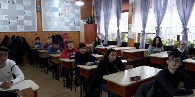 Simulare 2017. Elevii claselor a VIII-a sustin astazi proba la Matematica, iar elevii claselor a XI-a si a XII-a proba obligatorie a profilului
