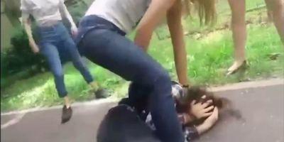 Reactia tatalui adolescentei care a batut o eleva din Oradea: