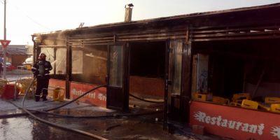 Incendiu in Targul Vitan. Un barbat a fost ranit dupa ce a incercat sa stinga focul dintr-un restaurant