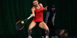 Halep va purta rochia rosie de la Shenzhen la Australian Open.