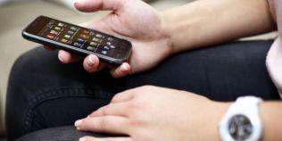 Elevii cer ministrului Educatiei revocarea ordinului care le interzice sa aiba telefon mobil in timpul orelor