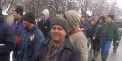 Proteste de amploare ale minerilor din Gorj. Sute de salariati refuza sa mai lucreze si au pornit pe jos catre sediul CEO