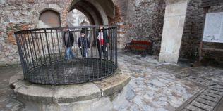 Descoperiri bizare din cetatile si bisericile medievale: tunelul secret din Castelul Corvinilor, OZN-ul din biserica