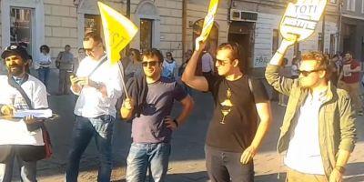 VIDEO Protest organizat in centrul la Clujului. Manifestantii cer demisia premierului Dancila