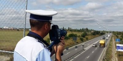 Un conducator auto a fost prins de radar cand circula cu 183 km/h. Ce amenda i-au aplicat politistii si pe ce perioada i-a fost suspendat permisul
