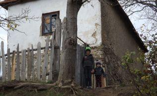 Cum se sting rand pe rand comunitatile odinioara prospere ale Romaniei.